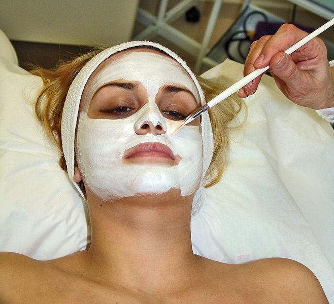 658px-Facial_mask