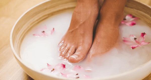 feet-soak_625x350_41444037886