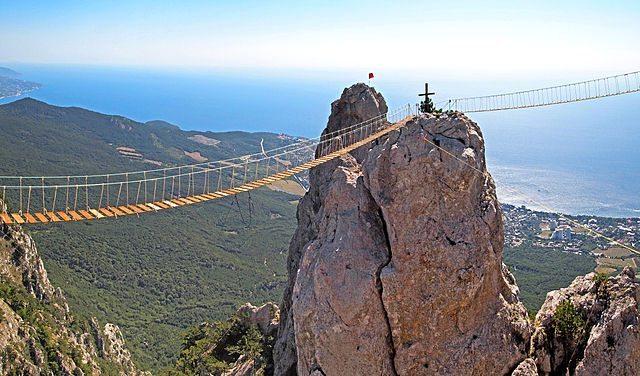 640px-Suspension_footbridge